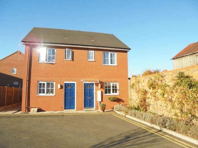 2 Bedrooms Semi Detached House for sale in Basson Court, Evesham