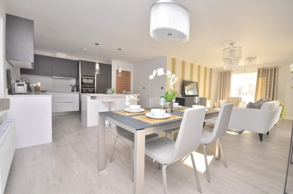 2 Bedrooms Apartment Flat for sale in Clarendon Way, Colchester, CO1 1XF