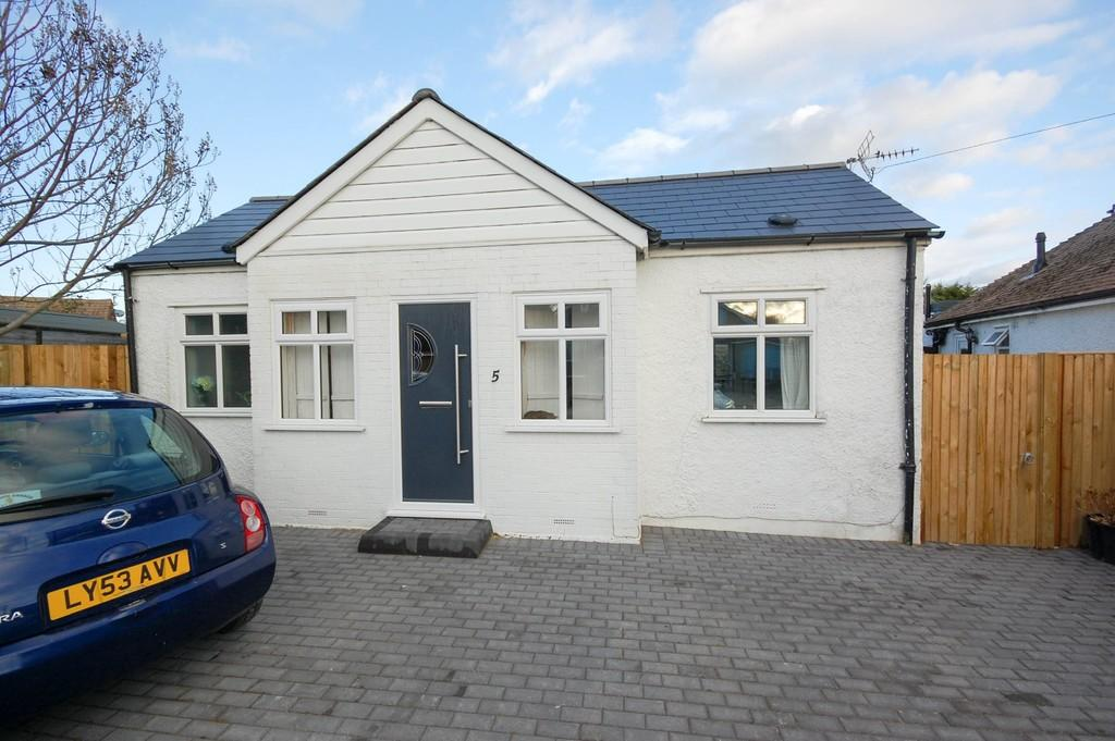 2 Bedrooms Detached Bungalow for sale in Studd Hill, Herne Bay