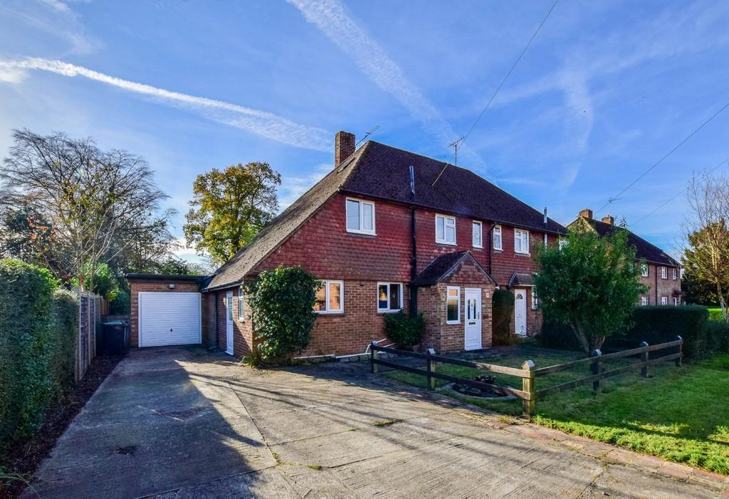 4 Bedrooms Semi Detached House for sale in Buckley Place, Crawley Down