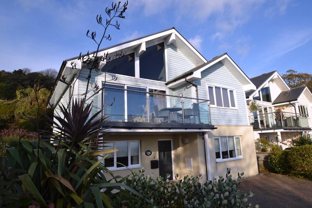 4 Bedrooms Detached House for sale in Castle Close, Ventnor