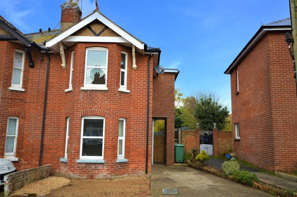 3 Bedrooms Semi Detached House for sale in New Road, Sandown