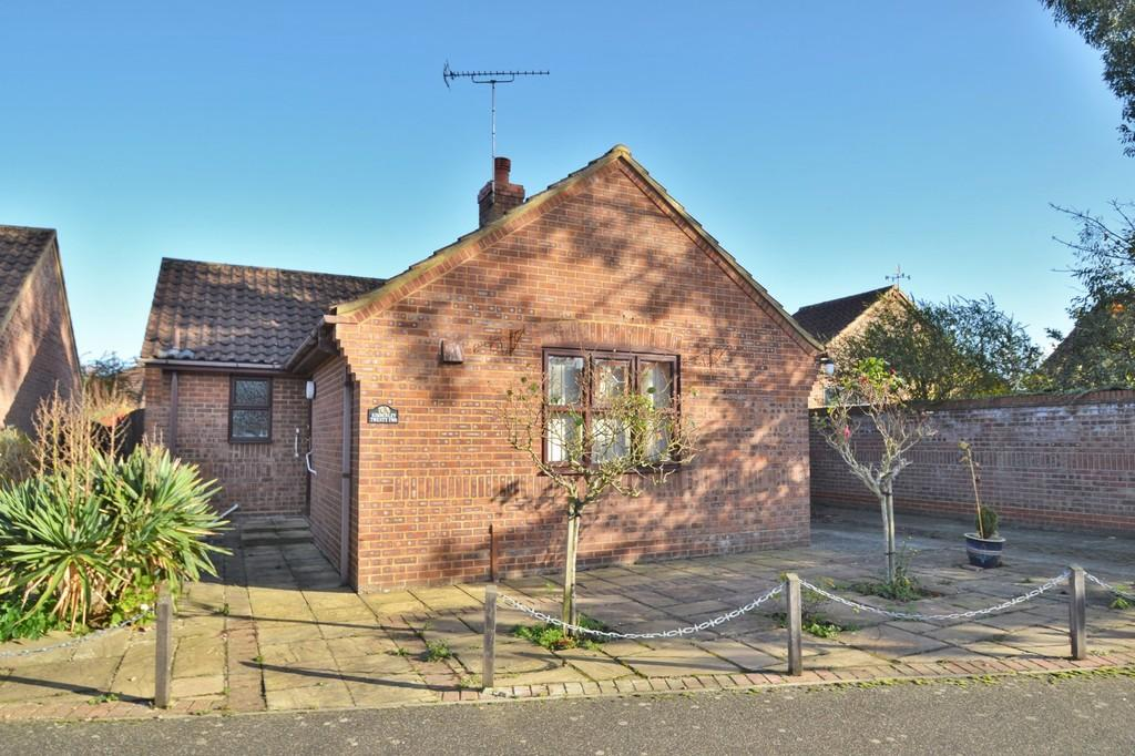 2 Bedrooms Detached Bungalow for sale in Holt