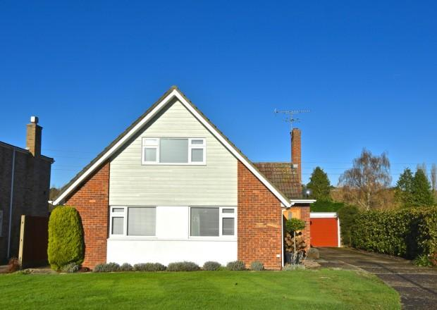 4 Bedrooms Detached House for sale in Links Close, Ashtead, KT21