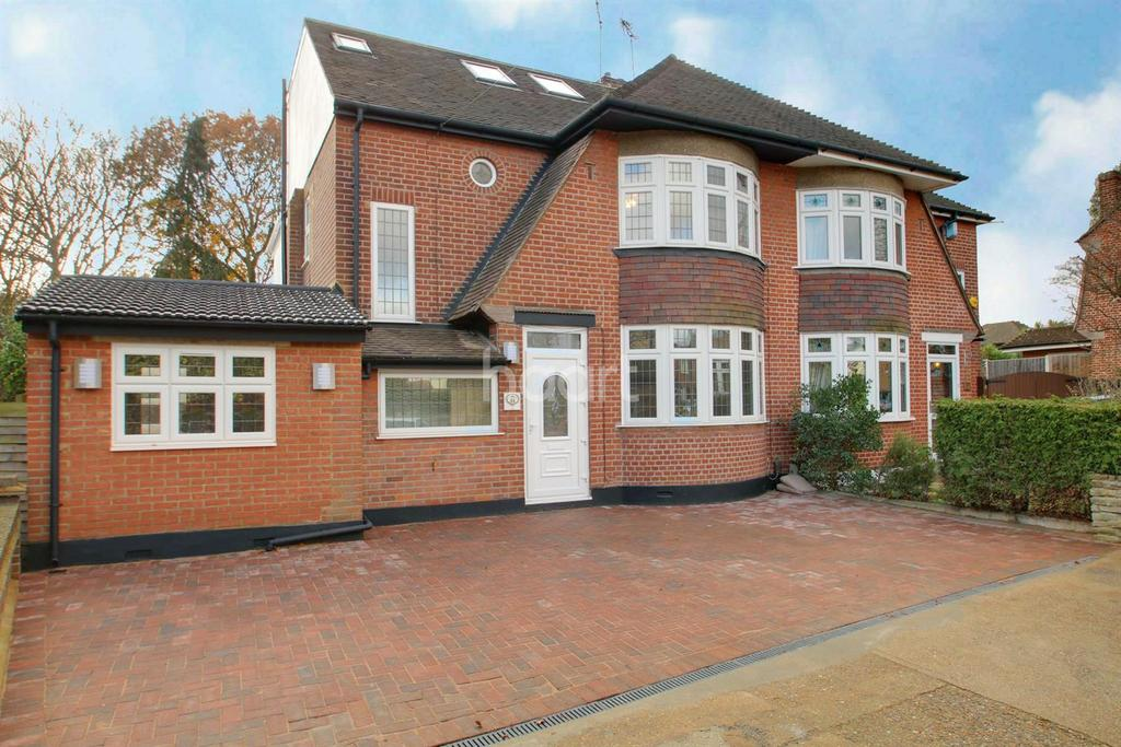 4 Bedrooms Semi Detached House for sale in Manor Crescent, Hornchurch