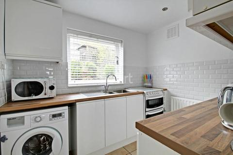 2 bedroom flat for sale - Combe Close, Leicester