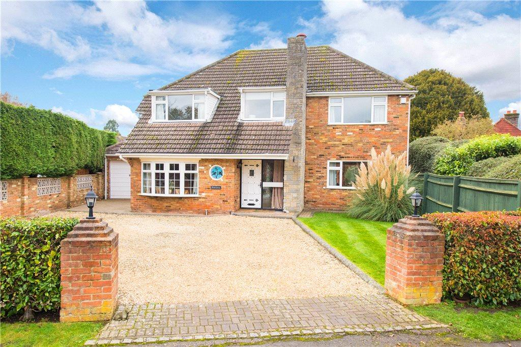 4 Bedrooms Detached House for sale in Chapel Lane, Naphill, High Wycombe, Buckinghamshire