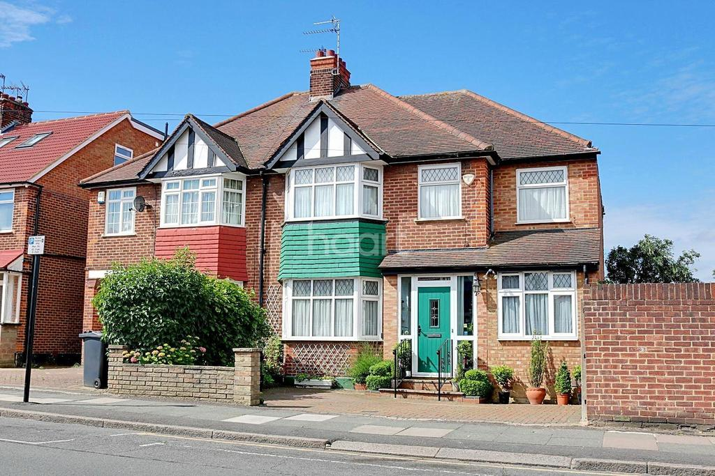 5 Bedrooms Semi Detached House for sale in Broomgrove Gardens, HA8