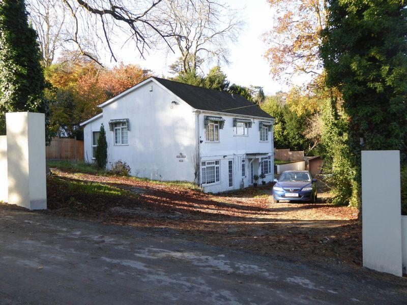 4 Bedrooms Detached House for sale in Zig Zag Road, Kenley