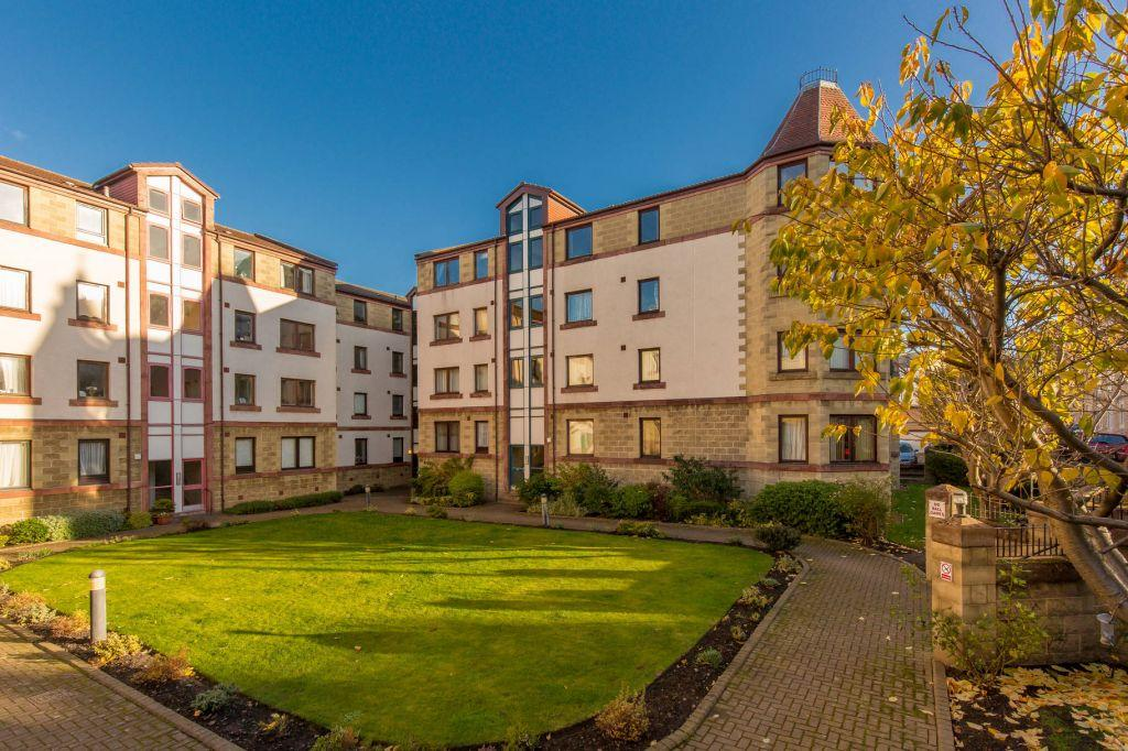 2 Bedrooms Ground Flat for sale in 17/2 Dalgety Road, Edinburgh, EH7 5UH