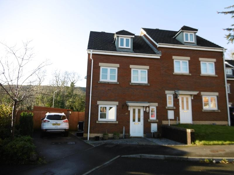 3 Bedrooms Semi Detached House for sale in Parc Gilbertson , Gelligron, Pontardawe, Swansea.