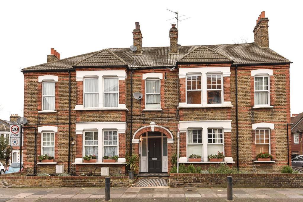 2 Bedrooms Flat for sale in Charlton Road, Blackheath