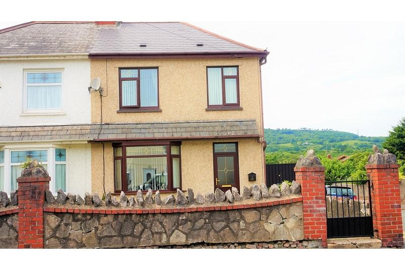 4 Bedrooms Semi Detached House for sale in Main Road, Bryncoch, Neath, Neath Port Talbot.