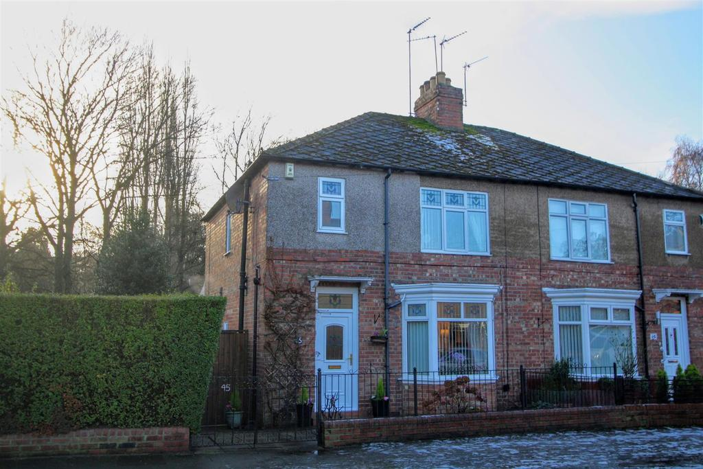 3 Bedrooms Semi Detached House for sale in Deneside Road, Darlington