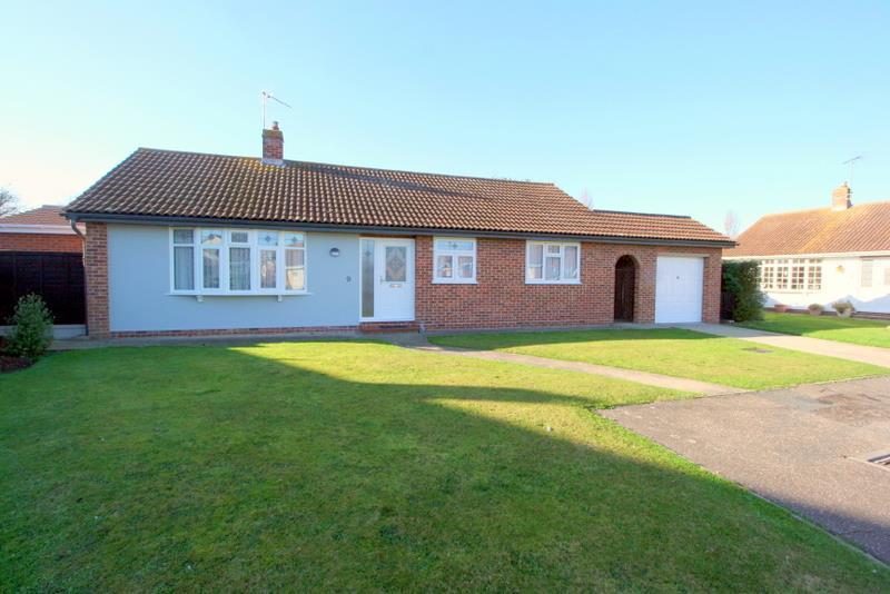 3 Bedrooms Detached Bungalow for sale in Devereaux Close, Walton on the Naze