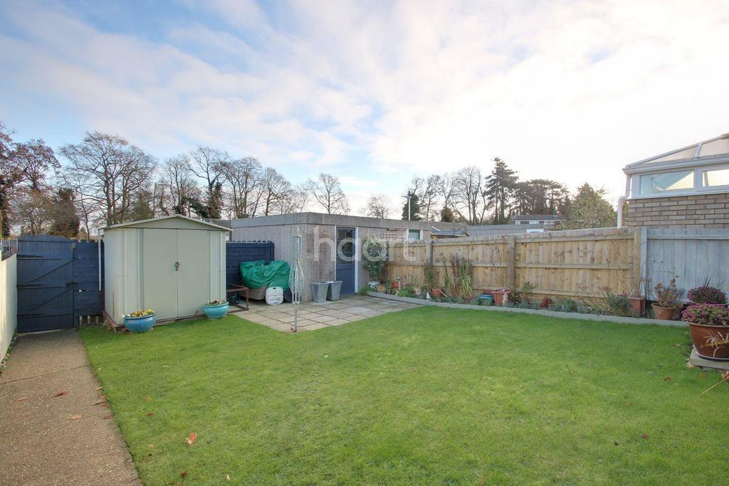 2 Bedrooms Bungalow for sale in Lindisfarne Road