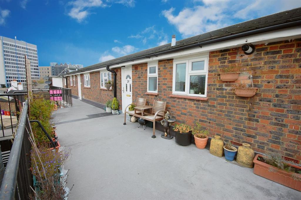 2 Bedrooms Apartment Flat for sale in Southgate Road, Potters Bar