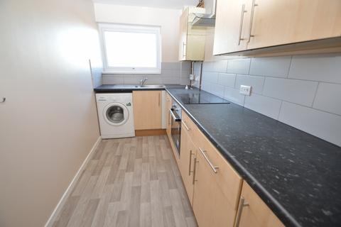 2 bedroom flat to rent - Rochfords Gardens, langley, SL2