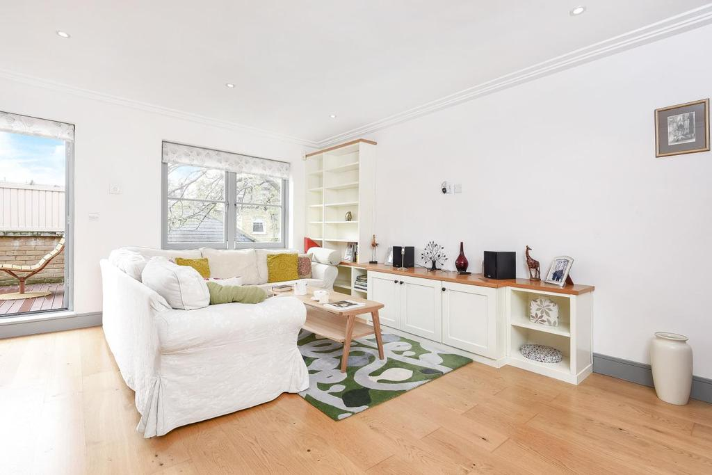 2 Bedrooms Semi Detached House for sale in North Side Wandsworth Common, Wandsworth