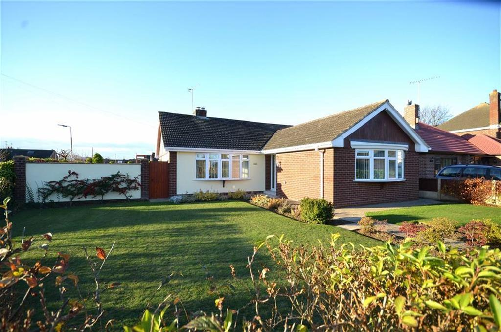 3 Bedrooms Detached Bungalow for sale in Park Drive, Whitby, CH65