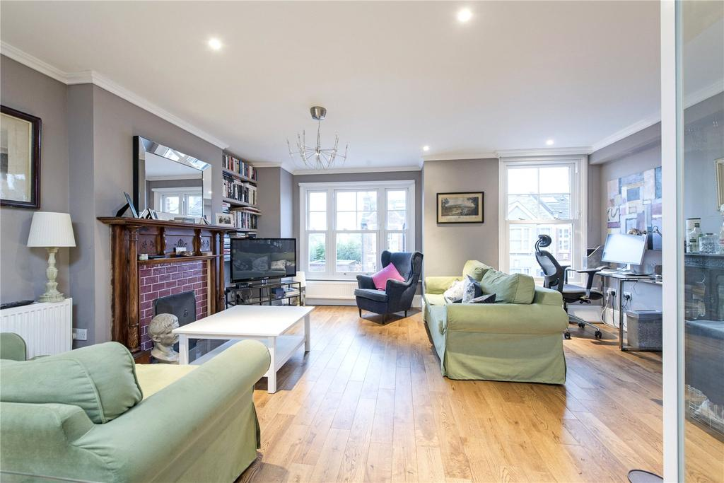 3 Bedrooms Flat for sale in Midmoor Road, High Farm, Balham, London, SW12