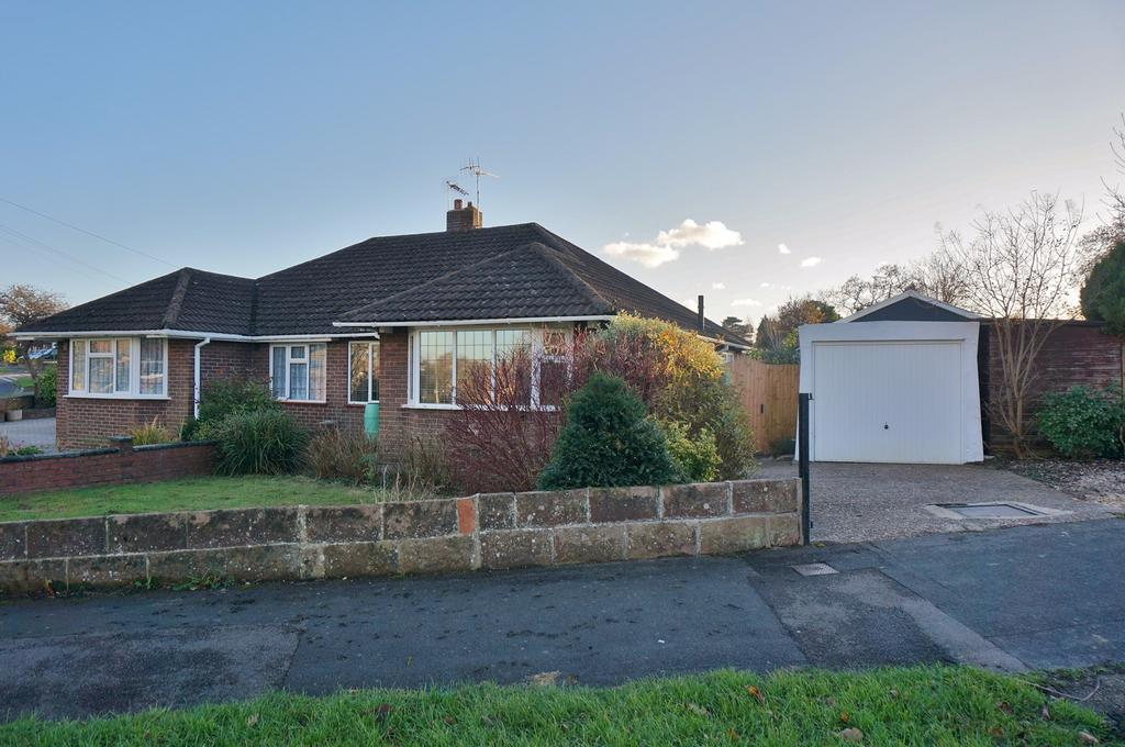 2 Bedrooms Semi Detached Bungalow for sale in FAREHAM