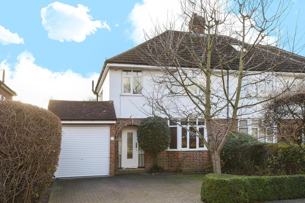 3 Bedrooms Semi Detached House for sale in Quinton Road, Thames Ditton
