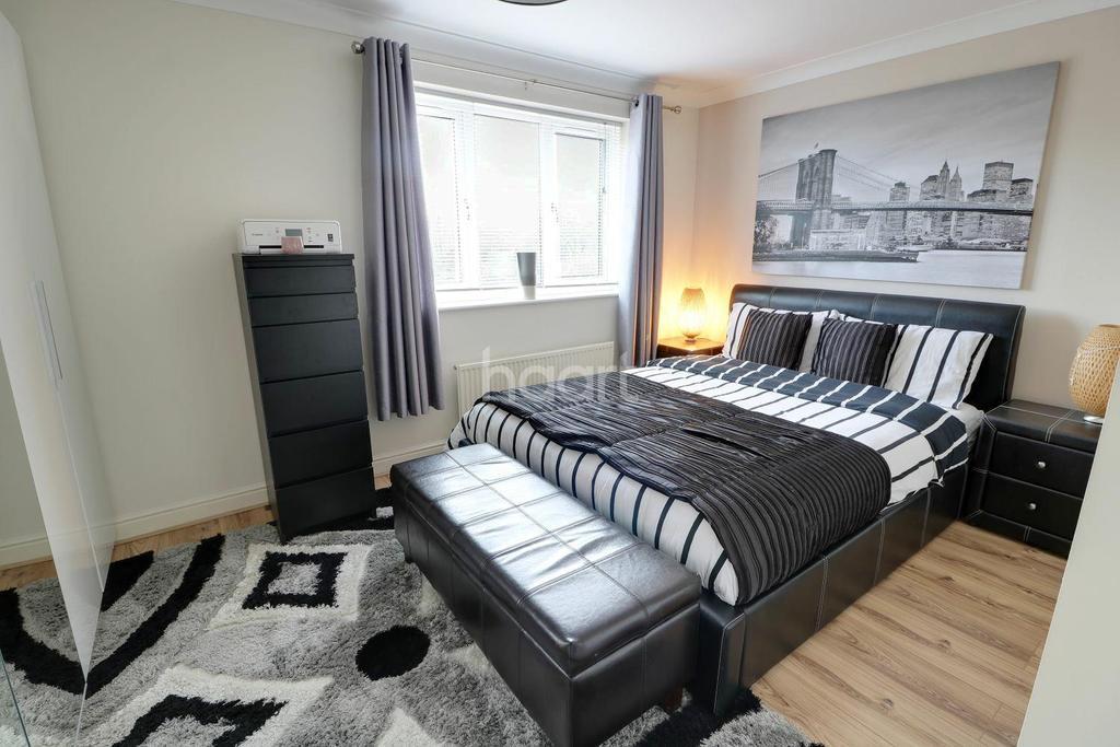 4 Bedrooms Detached House for sale in Haldane Close, Enfield, EN3