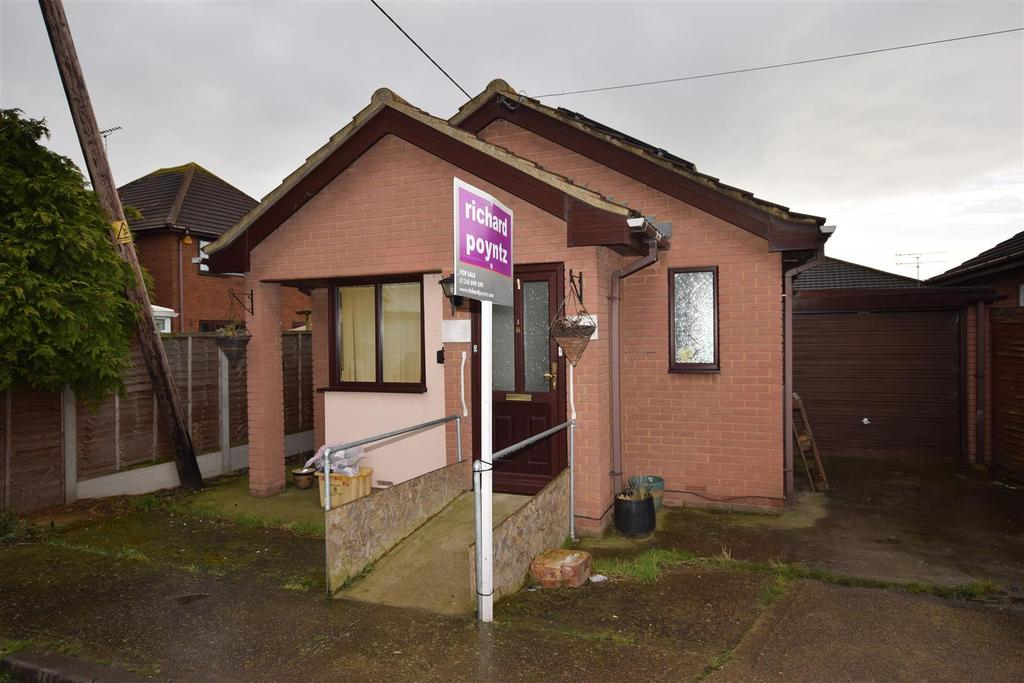 1 Bedroom Detached Bungalow for sale in Approach Road, Canvey Island