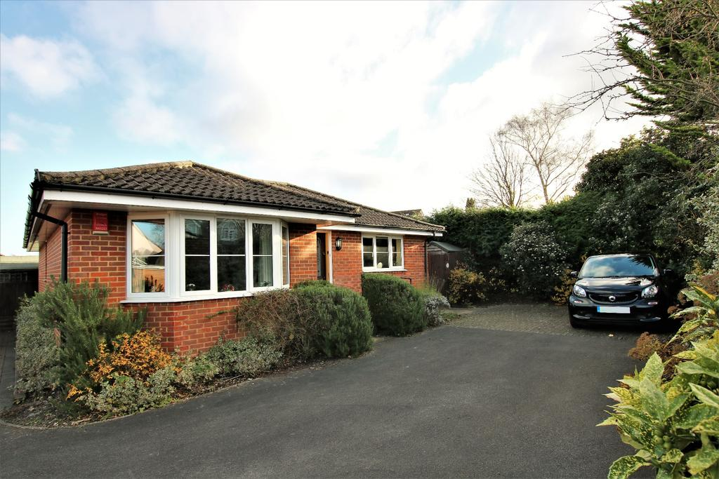 3 Bedrooms Bungalow for sale in West End, Southampton