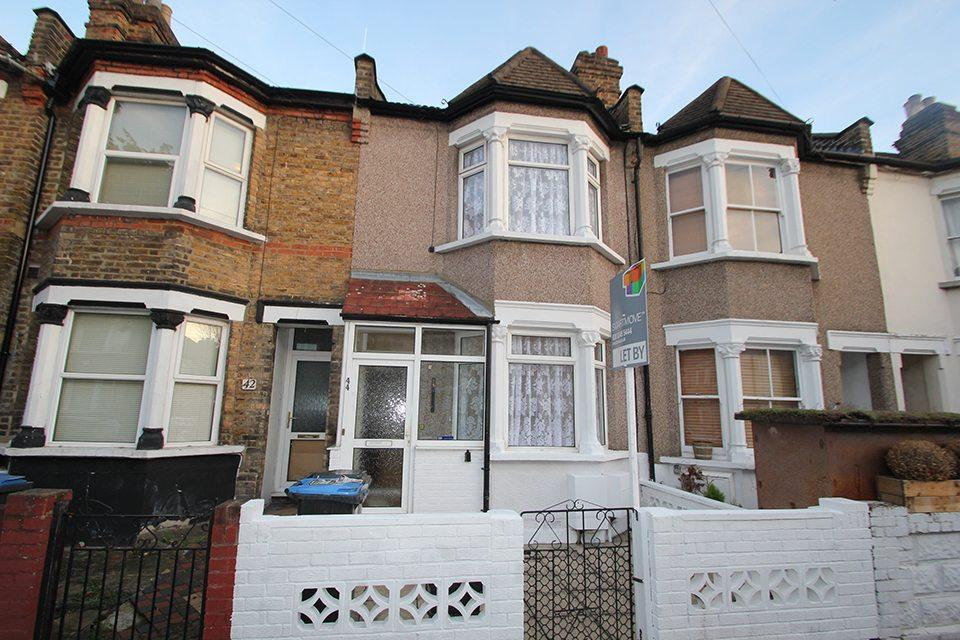 3 Bedrooms Terraced House for sale in Gordon Road, Edmonton, N9
