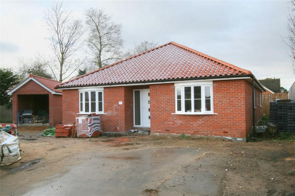 4 Bedrooms Detached Bungalow for sale in Sycamore Court, Off Attleborough Rd, Gt Ellingham, ATTLEBOROUGH NR17 1LG, Norfolk