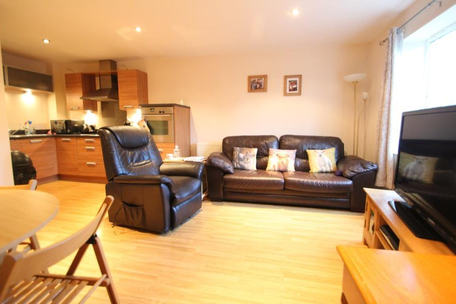 2 Bedrooms Ground Flat for sale in FEVERSHAM GATE, YORK, YO31 8HY