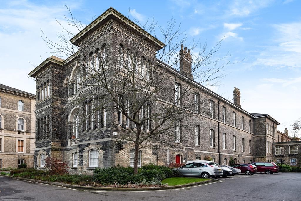3 Bedrooms Flat for sale in Gilbert Close Royal Herbert Pavilions SE18