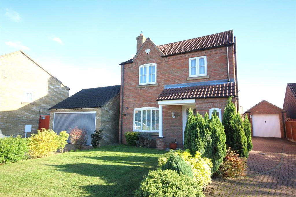 3 Bedrooms Detached House for sale in Cheviot Close, North Hykeham, LN6