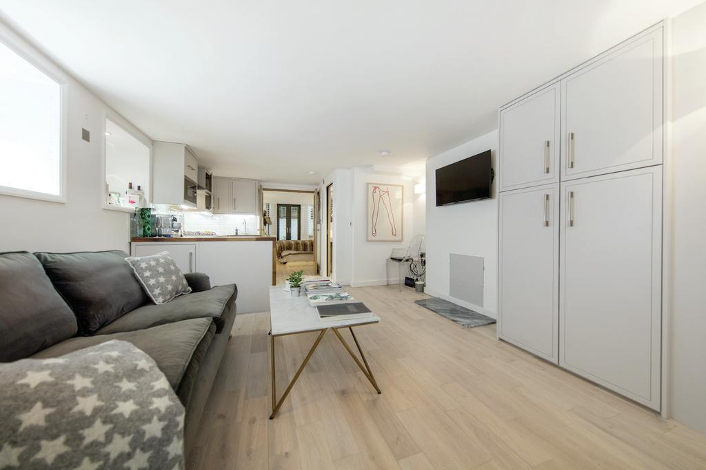 1 Bedroom Flat for sale in Eglantine Road, SW18