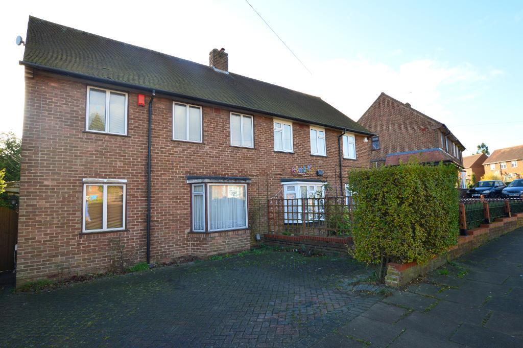 3 Bedrooms Semi Detached House for sale in Taunton Avenue, Round Green, Luton, LU2 0LL
