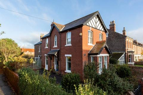 4 bedroom detached house for sale - East Parade, York, YO31