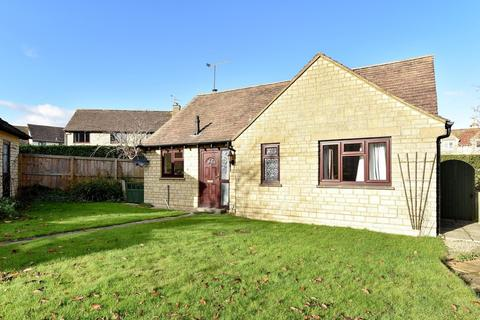 2 bedroom detached bungalow for sale - Kemble