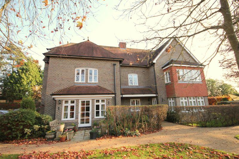 2 Bedrooms Apartment Flat for sale in Compton Road, Lindfield, West Sussex