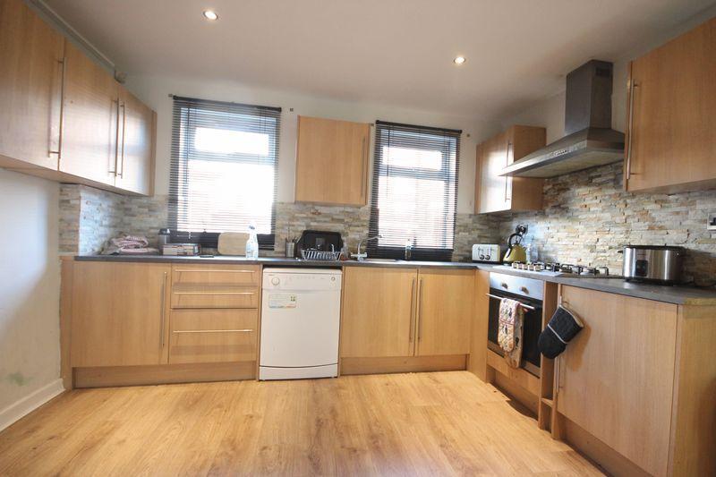 7 Bedrooms Terraced House for rent in Newport View, Leeds