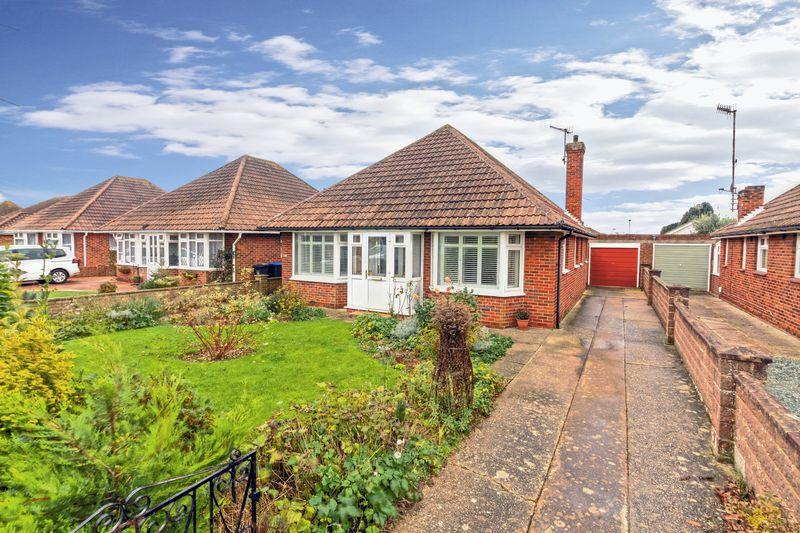 3 Bedrooms Detached Bungalow for sale in Lindum Road, Worthing