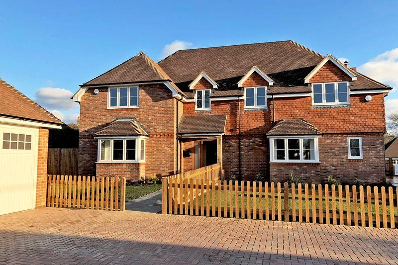 4 Bedrooms Semi Detached House for sale in Church Street, Rudgwick