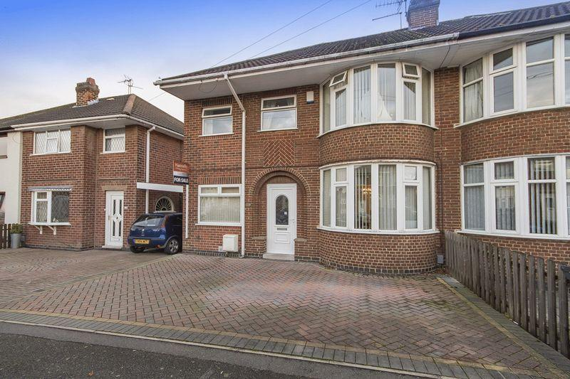 4 Bedrooms Semi Detached House for sale in LILAC AVENUE, KINGSWAY