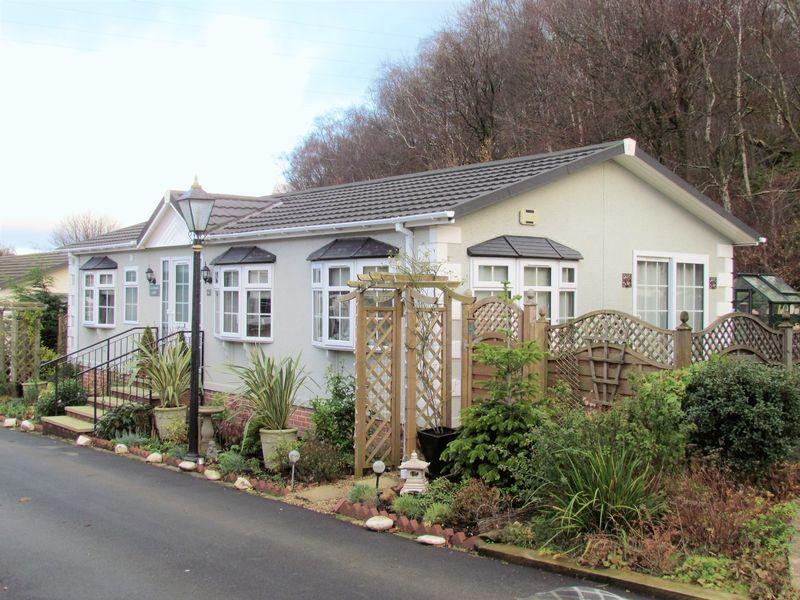 2 Bedrooms Park Home Mobile Home for sale in Chatsworth Lodge ,Goit Stock Lane, Bingley