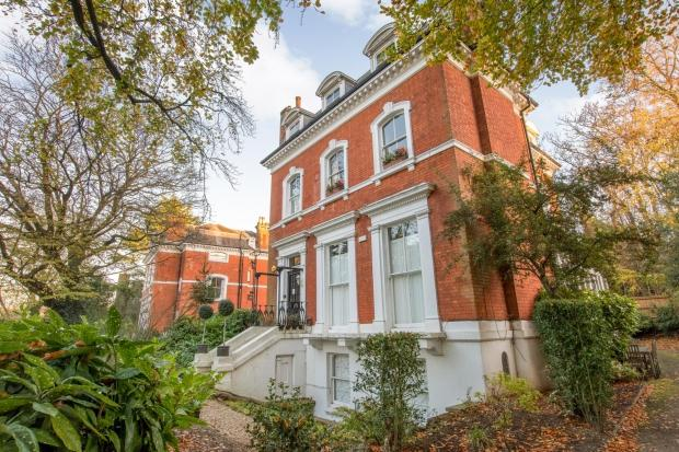 2 Bedrooms Apartment Flat for sale in Redbanks Crescent Wood Road, Sydenham Hill, SE26