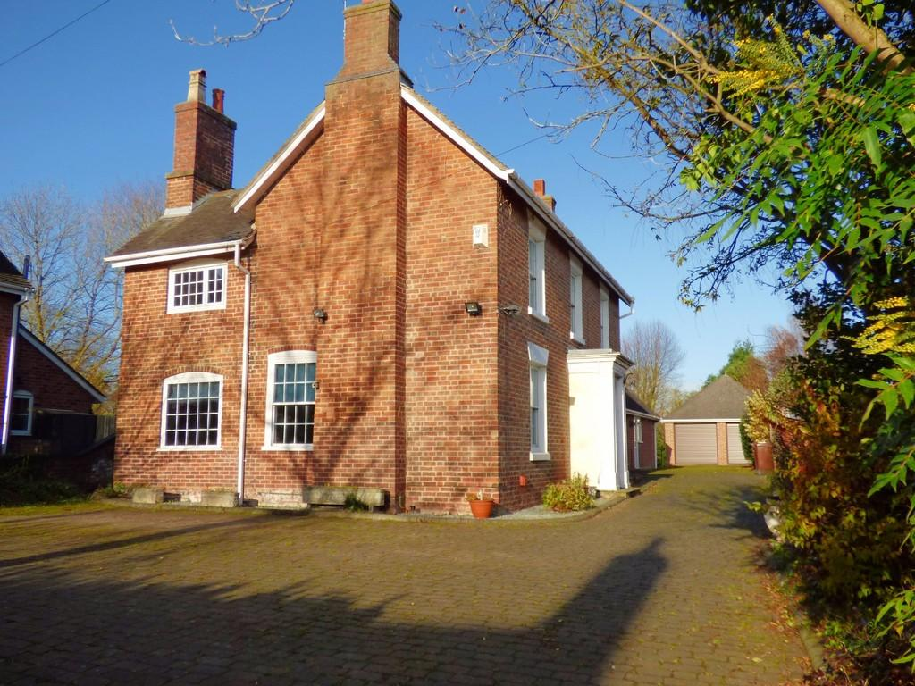 6 Bedrooms Detached House for sale in Station Road, Barton Under Needwood