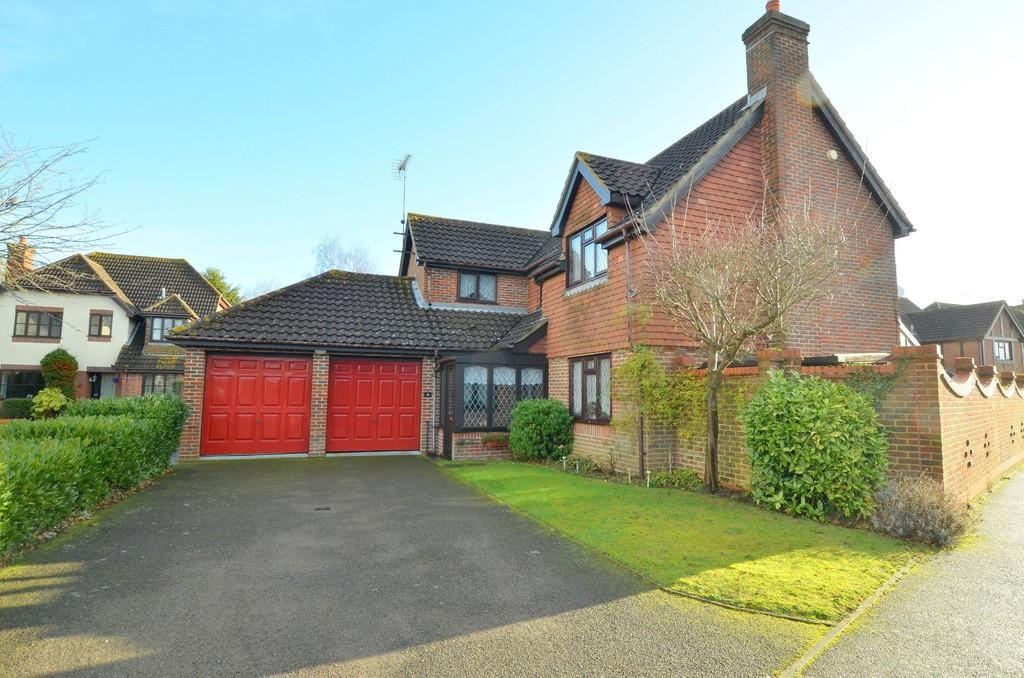 4 Bedrooms Detached House for sale in The Whinneys, Kesgrave, IP5 2XR