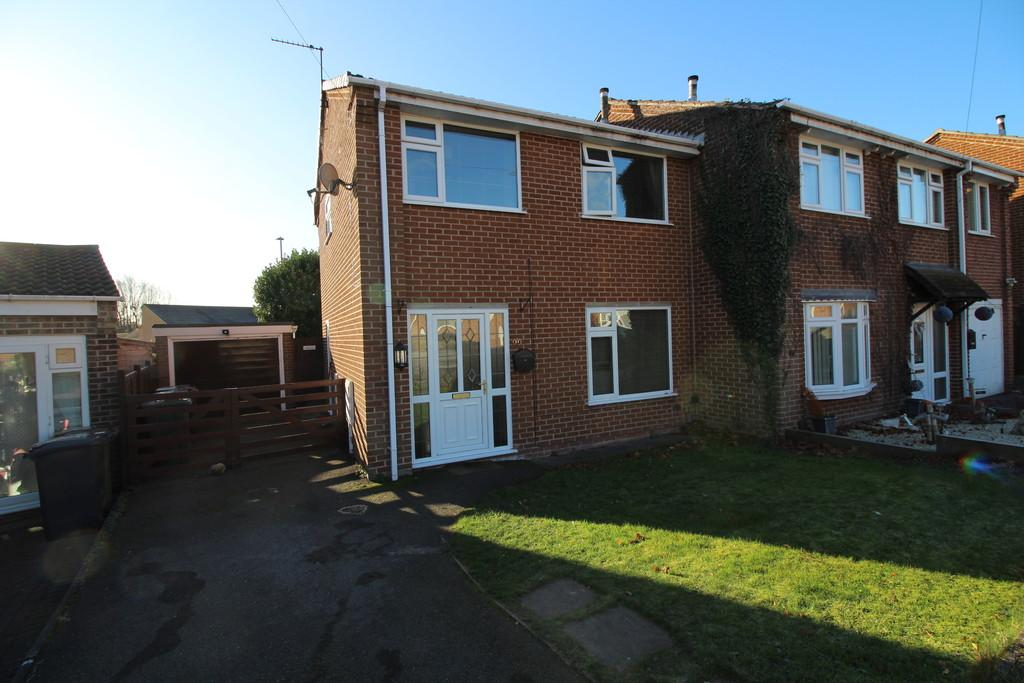 3 Bedrooms Semi Detached House for sale in Duncan Way, Loughborough