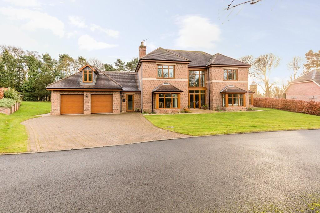 5 Bedrooms Detached House for sale in Woodland Chase, Summer Hill, Gainsborough